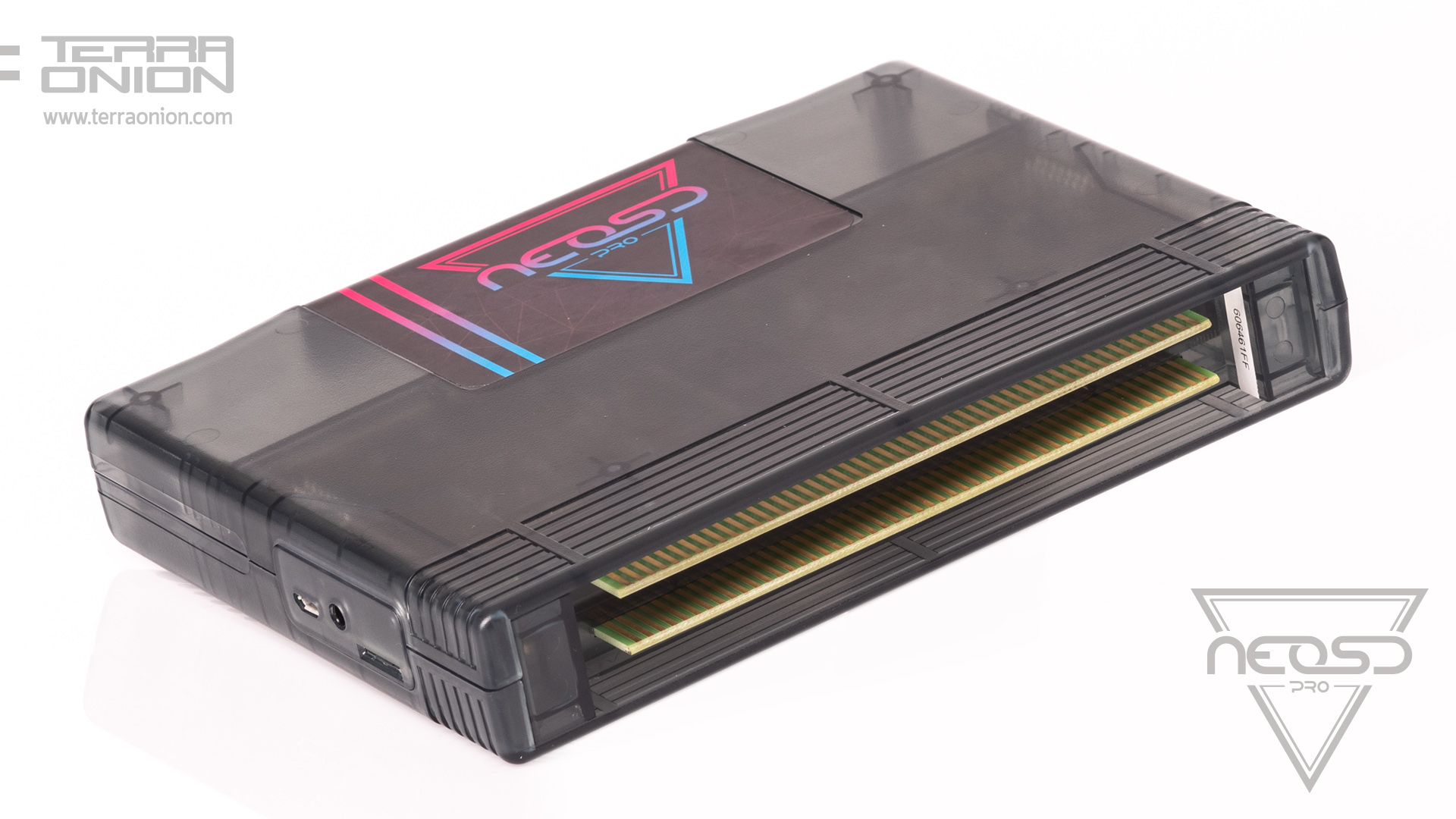 <b> The new Flash / RAM cartridge </b> for Neo Geo AES