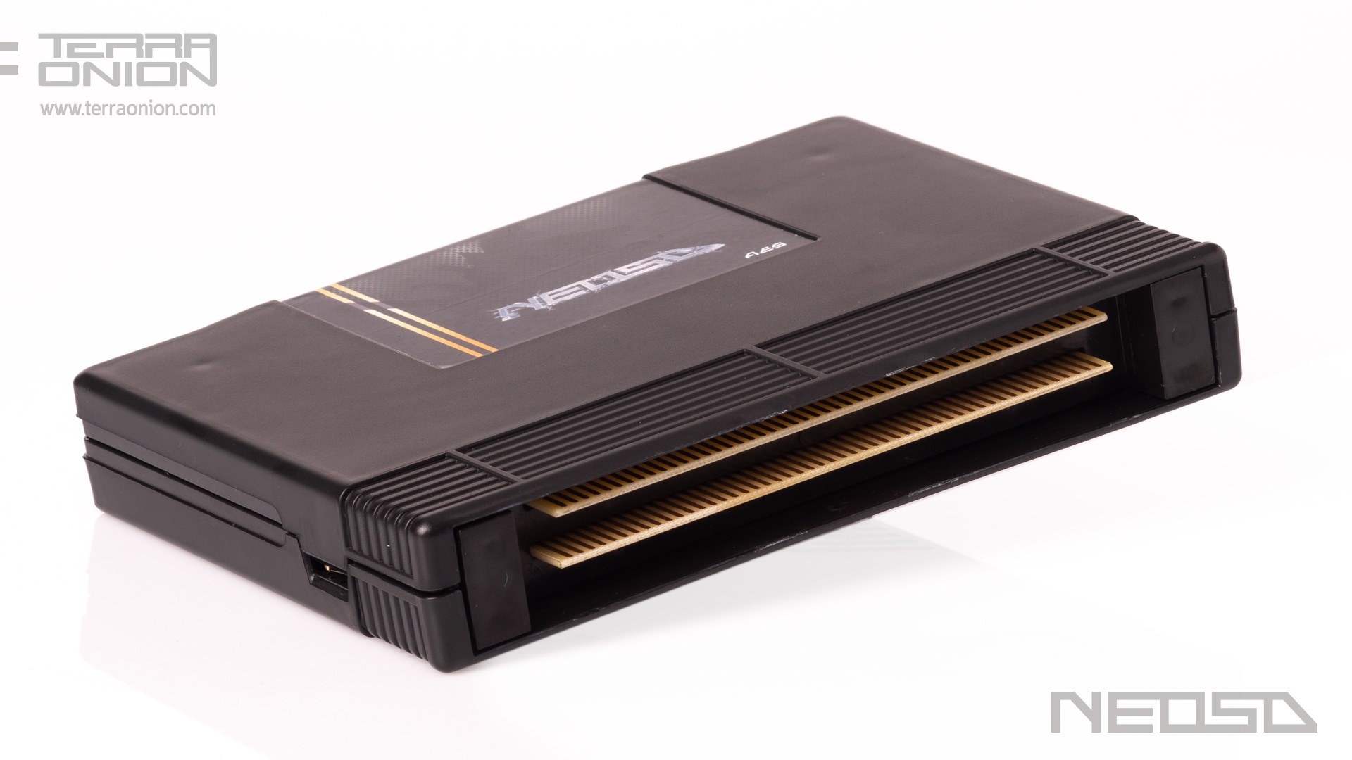 <b>The first flash cartridge</b> for Neo Geo AES